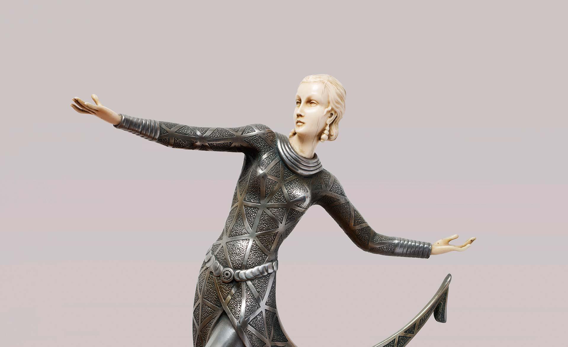 Criselefantina-deco-anni-20-raffigurante-una-danzatrice-Firmata-Lorenzi-vendita-arredamento-di-design-asolo-treviso-vicenza-italia-a