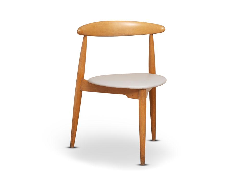 Sedia-a-cuore-Hans-Wegner-per-Fritz-Hansen-anni-50-vendita-arredamento-di-design-asolo-treviso-vicenza-italia