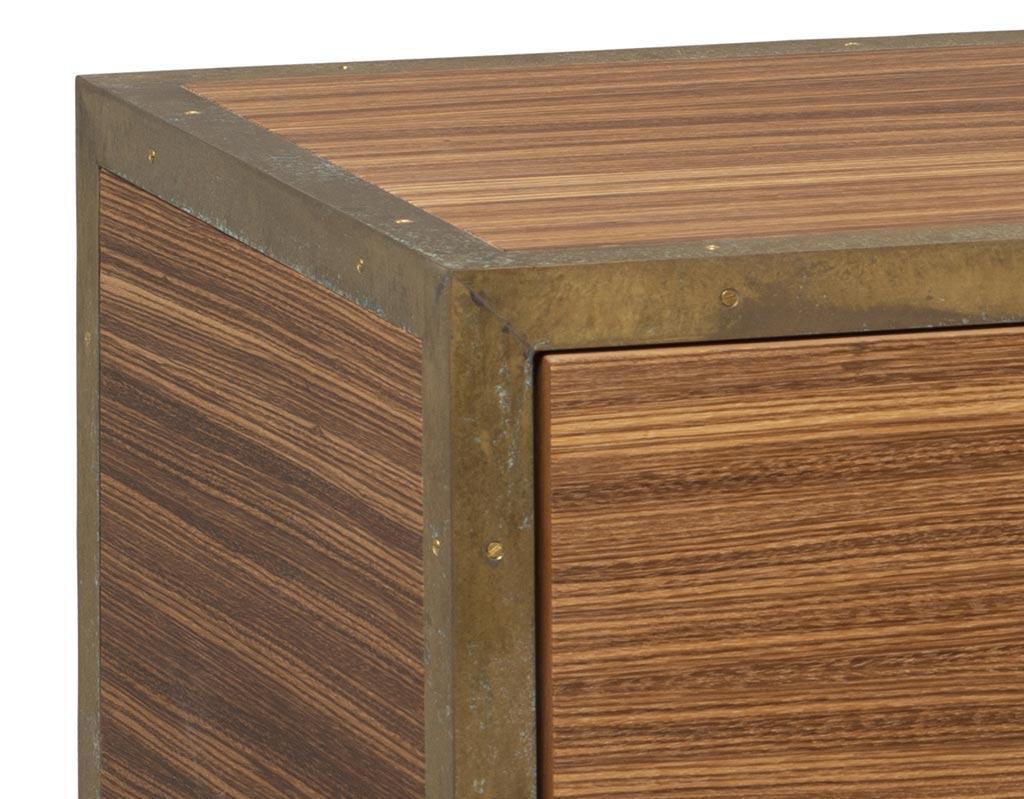 cassettiera-a-4-cassetti-push-and-pull-in-legno-zebrano-ottone-vendita-arredamento-di-design-asolo-treviso-vicenza-italia-b